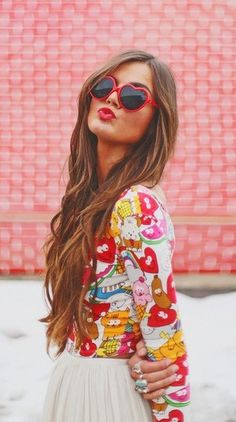 heart sunglasses and pretty hair! Look Fashion, Fashion Beauty, Party Fashion, Simply Fashion, Red Fashion, Latest Fashion, Girl Fashion, Womens Fashion, 3 4 Face