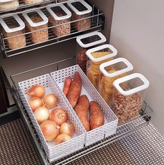 Tiny kitchen storage hacks 44 Ideas for 2019 Food Storage Boxes, Kitchen Storage Solutions, Storage Ideas, Pantry Organisation, Pantry Storage, Pantry Ideas, Diy Organization, Kitchen Pantry, Kitchen Hacks