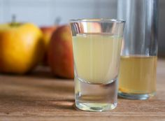 Is Apple Cider Vinegar Really That Healthy? An RD Weighs In Apple Cider Vinegar Supplements, Apple Cider Vinegar Capsules, Taking Apple Cider Vinegar, Organic Apple Cider Vinegar, Diy Deodorant, Healthy Food Blogs, Healthy Drinks, Tonic Drink, Organic Acid