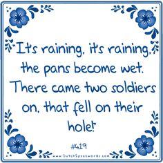 Het regent, het regent, de pannetjes worden nat. Er komen twee soldaatjes aan die vallen op hun gat