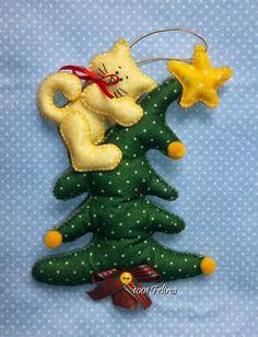 Natal com gatos e árvores