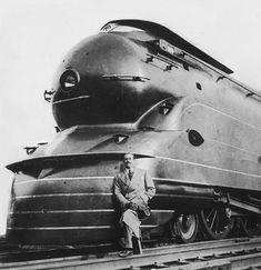 Streamline thế kỉ 20 The man and his train ~ le brillant Raymond Loewy devant sa locomotive à vapeur de la Pennsylvannie Railroad Raymond Loewy, Colani, Bonde, Pennsylvania Railroad, Old Trains, Steam Engine, Steam Locomotive, Train Tracks, Art Deco Design