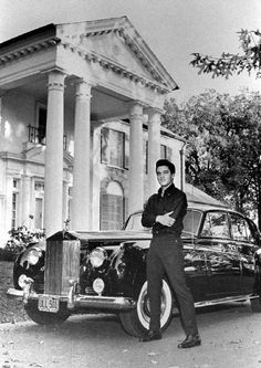 Elvis in front of Graceland leaning on car