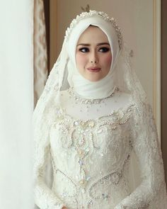 Fashion Hijab Mariage : Notre Meilleur sélection pour le jour « J Hijabi Wedding, Wedding Hijab Styles, Muslimah Wedding Dress, Hijab Style Dress, Muslim Wedding Dresses, Muslim Brides, Bridal Dresses, Hijab Chic, Muslim Girls