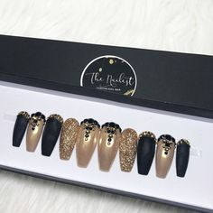Black Gold Nails Matte Black Gold Glitter Chrome Swarovski Crystal Nail - ***Shown images: Matte Black Gold Glitter Chrome Swarovski Crystal Nail Black Gold Nails, Black Gold Jewelry, Black Glitter, Matte Black, Bling Nails, Bling Nail Art, Chrome Nails, Matte Nails, Acrylic Nails