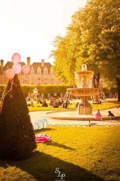 Paris au printemps ! // Springtime in Paris Un bel après-midi en plein air sous un soleil printanier ! // An outdoor beautiful afternoon with a spring sun ! © S. Loyauté-Peduzzi - http://shop.sloyaute-peduzzi.com  #photo #photodart #photographie #photography #Paris #PlaceDesVosges #Marais #spring #printemps #googleplusphotos