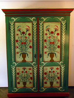 Bauernmalerei - Baurenschrank - Swiss/Austrian/German furniture decorated by farmers in winter time (toleware)