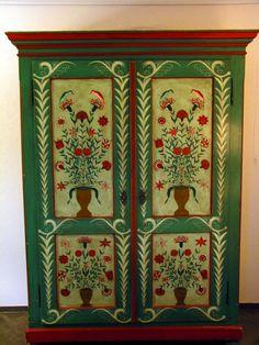 Bauernmalerei - Baurenschrank - Swiss/Austrian/German furniture decorated by farmers in winter time (toleware)