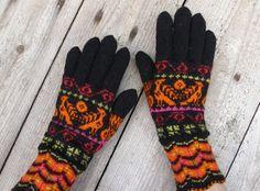 Yllep`s handicrafts: Muhu mustrite ainetel kootud sõrmikud, II vaatus :)