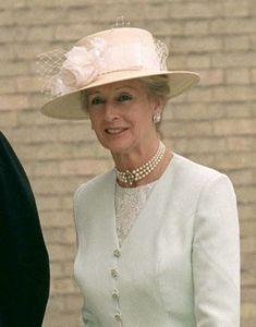 Greek Royal Wedding 20 Years On: British Royal Guests Cream Hats, Lady Elizabeth, Princess Alexandra, Bow Flats, Jacquard Dress, White Silk, Duke And Duchess, British Royals, Panama Hat