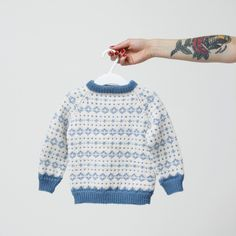 Noragenseren Baby Boy Knitting, Knitting For Kids, Cool Sweaters, Baby Sweaters, Diy Knitting Projects, Crochet Baby, Knit Crochet, Fair Isle Knitting, Diy Clothes