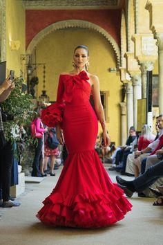 Pasarela flamenca - We love flamenco 2018 by cherie This is a favourite 😍 Flamenco Wedding, Red Wedding Dresses, Formal Dresses, Flamingo Dress, Mexican Dresses, Communion Dresses, Spanish Style, Women's Fashion Dresses, Flare Dress