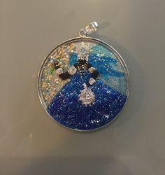 Pingente de vidro pintado à mão e colocado na prata 925.