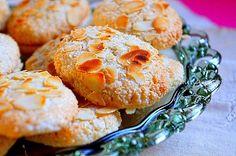 Εργολάβοι Greek Sweets, Greek Desserts, Greek Recipes, Greek Cookies, Almond Cookies, Kitchen Stories, Coconut Macaroons, Biscuit Cookies, Sweet And Salty
