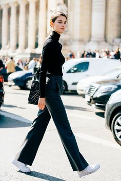 French model Ophelie Guillermand's timeless and elegant sense of style continues to get her noticed on the streets during Fashion Week. Estilo Fashion, Look Fashion, Ideias Fashion, Winter Fashion, Fashion Outfits, Womens Fashion, Petite Fashion, Fashion Tips, Hipster Grunge
