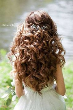 Wedding hairstyle: elstile long curly wedding hair, wedding hairstyles for curly hair, long Quince Hairstyles, Formal Hairstyles For Long Hair, Flower Girl Hairstyles, Wedding Hairstyles For Long Hair, Long Curly Hair, Down Hairstyles, Bridal Hairstyles, Trendy Hairstyles, Creative Hairstyles