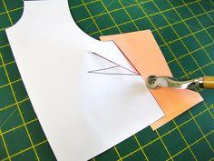 Marcar con la ruleta el doblez de la pinza | Betsy Costura