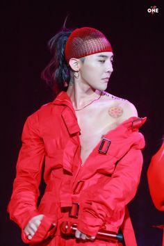 Loạt ảnh siêu ảo từ concert G-Dragon: Lúc chất phát ngất, lúc cười tít mắt, áo trễ hở ti - Ảnh 34.