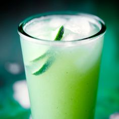 Agua fresca - an amazing cucumber lime/lemonade with fresh ginger and lemongrass. Drinks Alcohol Recipes, Non Alcoholic Drinks, Drink Recipes, Beverages, Party Drinks, Cocktail Drinks, Ginger Cocktails, Organic Nutrients, Fresh Ginger