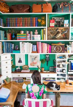 Sarah Vickers Of Classy Girls Wear Pearls Shares Her Office   theglitterguide.com