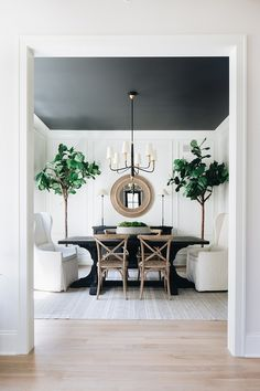 Tiny Home Interior Black and white dining room This is one of my favorite dining rooms of all time. I love the simplicity of the color pallet - white, black, and wood; yet it is so far from simple Black and white dining room Black And White Dining Room, Black Dining Room Table, White Dining Rooms, Dining Room Modern, Beautiful Dining Rooms, Small Dining, Black Rooms, Black Table, Dining Tables