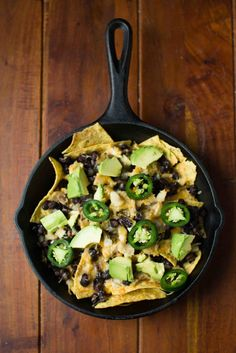 Cast Iron Chicken and Black Bean Nachos || bakesinslippers.com || chicken || nachos || big game