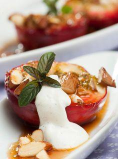Bagte nektariner med mandler Sød, nem og lækker dessert fra Familie Journals Slankeklub