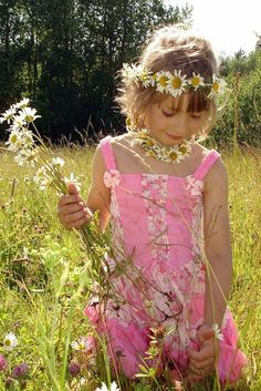 spring flowers, daisi chain, childhood memories, chains, asking questions, daisies, flower children, canisters, little flowers