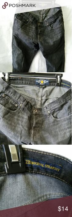 "Lucky men's 221 Original Straight jeans These jeans are black with an all button fly.  The fly does have an inside ' Lucky You'.  The right rear waistband has a leather Lucky patch.  There is a small frayed area right rear leg, see photo #8. Rear leg hems have small amount of wear and fraying, see photo #8.  There are no stains, holes or tears(exception: those mentioned), non smoking home.  Inseam 32"". Lucky Brand Jeans Straight"