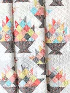 This Layer Cake-friendly quilt is Corey Yoder's and it's made with a mix of Sugarcreek Prints and… Block Head, Scrappy Quilts, Quilting, Basket Quilt, Fat Quarter Shop, Coordinating Fabrics, Quilt Top, Pattern Paper, Quilt Blocks