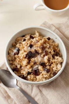 Learn how to (finally) make that perfect pot of oatmeal — even before you've had your coffee. Making good oatmeal can happen without much brain power. This stovetop oatmeal recipe only requires water, salt, old-fashioned rolled oats and your toppings of choice.