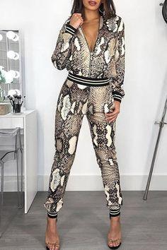 casual jumpsuit Estilo fashion Tipo de Padro: Pele de Cobra Material: Polister Decote: Suporte Estilo de Manga: Manga Comprida Comprimento: recortado Ocasio: Casual O pacote inclui: co Jumpsuits For Women Classy, Pantsuits For Women, Long Jumpsuits, Fashion Jumpsuits, Snake Skin, Jumpsuit Casual, Jumpsuit Outfit, Casual Suit, Pants Outfit