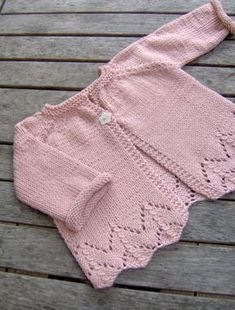 Cardigan Bebe, Crochet Baby Cardigan, Baby Cardigan Knitting Pattern, Knit Baby Dress, Knit Baby Sweaters, Baby Knitting Patterns, Baby Patterns, Knitted Baby, Cardigan Rosa
