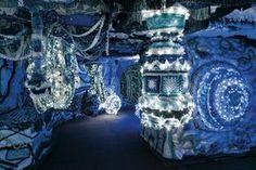 Joana Vasconcelos : Detalhe da instalação Valkyrie Azulejo no interior do cacilheiro Trafaria Praia, no estaleiro Navaltagus, no Seixal. Fotografia: Luís Vasconcelos. © Unidade Infinita Projectos.