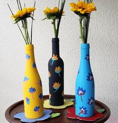 Painting Glass Jars, Painted Glass Bottles, Glass Painting Designs, Pottery Painting Designs, Glass Bottle Crafts, Wine Bottle Art, Bottle Painting, Diy Bottle, Glass Craft