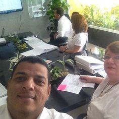 Les deseamos un #FelizFinDeSemana con esta imagen de nuestros asesores durante la Mesa de Trabajo sobre Evaluación de Riesgos para hacer Plan de Contingencia. Adaptación de las ISO 9001:2008 hacia la ISO 9001:2015.  #Century21 #inmobiliaria #compra #venta #casa #apartamento #oficina #local #RealEstate #realtor #Guayana #Venezuela