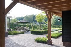 www.buytengewoon.nl landelijke-tuinen klassiek-landelijke-tuin-met-veranda-en-bergruimte-in-uddel.html Deck Design, Garden Design, Outdoor Areas, Outdoor Structures, Gazebo, Pergola, Budget Patio, Backyard Makeover, Outdoor Living