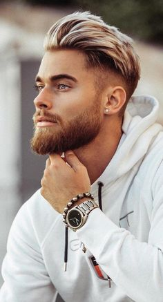 Check out these latest Men's beard styles for a new look. Article covers Short Beard Styles, Medium Beard Styles & Long Beard Styles for men. Trimmed Beard Styles, Faded Beard Styles, Beard Styles For Men, Hair And Beard Styles, Guy Haircut Styles, Goatee Styles, Haircut Men, Bald With Beard, Beard Fade