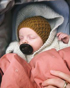Ravelry: Karen's Bonnet pattern by PetiteKnit Baby Hat Knitting Pattern, Bonnet Pattern, Knitting Patterns Free, Knitted Hats, Crochet Hats, Baby Barn, I Cord, Finger Weights, Stockinette