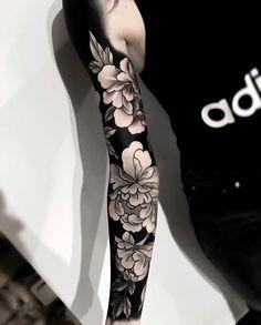 Ein Blumenärmel von Emil Salmins - The best tattoo collection. Black Sleeve Tattoo, Nature Tattoo Sleeve, Tribal Sleeve Tattoos, Japanese Sleeve Tattoos, Nature Tattoos, Body Art Tattoos, Tattoo Drawings, Japanese Tattoo Women, Chinese Tattoos