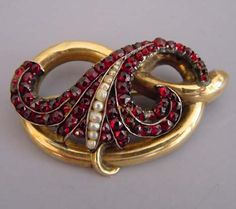 """VICTORIAN yellow gold lover's knot brooch with Bohemian garnets and seed pearls, A similar piece can be seen on page 82 of Bell's """"Collecting Victorian Jewelry"""". Victorian Jewelry, Antique Jewelry, Vintage Jewelry, Garnet Jewelry, Garnet Gemstone, Unusual Jewelry, Modern Jewelry, Color Borgoña, Jewelry Box"""