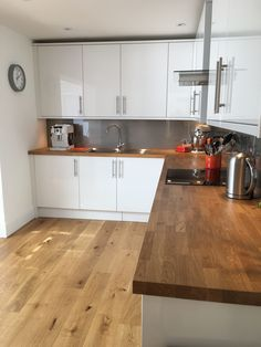 Self-confident converted oak kitchen cabinet you could try these out Wooden Worktop Kitchen, White Kitchen Cupboards, White Gloss Kitchen, Kitchen Tops, Kitchen Flooring, Wood Effect Kitchen Worktops, Gloss Kitchen Cabinets, Kitchen Ideas, Kitchen Room Design