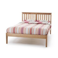 A classic design Wiith tapered legs and a sprung slatted base, in a lovely American Oak. 'Salisbury' has a high (with 30cm underbed storage space) or low (with 27cm under bed storage space) foot-end option to choose from.Frame dimensions low foot end bed: Doubles are 145cm wide and 199 long with 112 headboard and 44 cm side and foot end heights.Kings   are 160cm and Super Kings 191 cm wide. Kings and Super Kings are 210   long  with 112 headboard height and 44 cm side and foot end ...