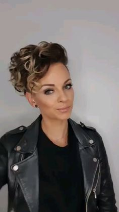 Funky Short Hair, Super Short Hair, Short Hair Cuts For Women, Short Curly Hair, Curly Hair Styles, Natural Hair Styles, Short Pixie Cuts, Short Hair Undercut, Undercut Hairstyles