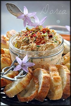 cuisine: apero-entree half do hairstyles - HairStyles Appetizer Recipes, Snack Recipes, Snacks, Sauce Barbecue, Appetisers, Mediterranean Recipes, Kids Meals, Milkshake, Food And Drink