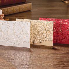 Barato 4 Design Floral branco elegante corte a Laser convites de casamento para impressão de bolso dobrar em branco cartões Convite do casamento, Compro Qualidade Decoração de festa diretamente de fornecedores da China:                Cor:  Branco  ouro           Vermelho         rosa                              Tamanho  : 18,5*12,
