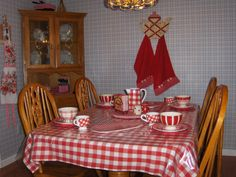 new gingham table cloth