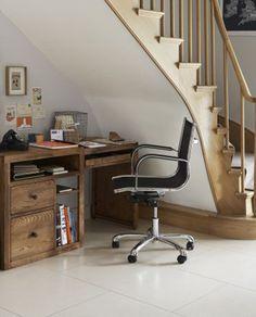 Aprovechando el hueco de la escalera... #workspace #escritorio #desk