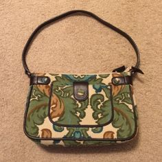 "Ann Taylor LOFT Purse Shoulder Bag EXCELLENT Ann Taylor LOFT shoulder bag. It measure 9""x2""x6"". This paisley green corduroy shoulder bag has a small side pocket. The interior has a side zippered pocket. It is in EXCELLENT condition and looks just like its brand new. It has only been used a couple of times. I'm open to any reasonable offer. Ann Taylor Bags Shoulder Bags"
