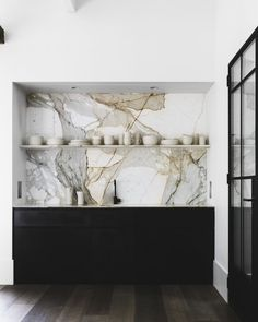 How the marble texture here! Our li… How the marble texture here! Our li… - Marble Decor Australian Interior Design, Interior Design Awards, Interior Design Kitchen, Marble Interior, Bathroom Interior, Interior Ideas, Interaction Design, Kitchen Trends 2018, Etagere Design